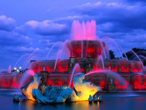 Buckingham Fountain in the evening photo credit Ailurophile