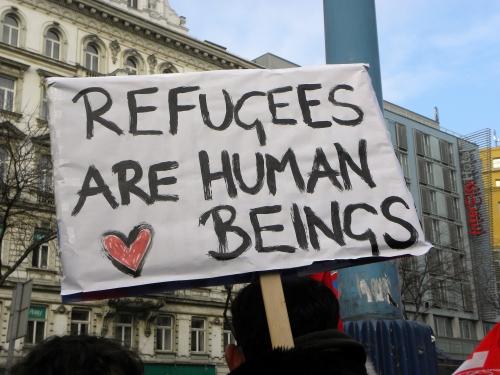 Vienna_-_Demo_Gleiche_Rechte_für_alle_Refugee-Solidaritätsdemo_-_Refugees_are_human_beings.jpg